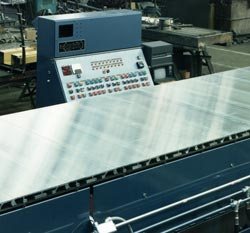 Heavy-duty Macrobelt® conveyors for material handling have aluminum belts.